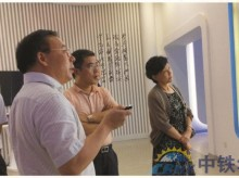 中国铁路通信信号集团公司工会主席房兆兰(右一),中国交通建设集团办公厅主任、投资事业部总经理吴立成(右二)莅临指导